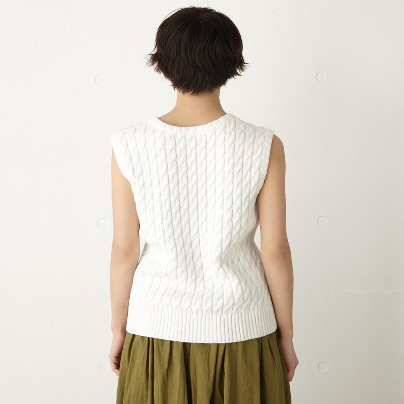 呢~麻花编织针织背心,建议搭配moussy经典直筒牛仔裤或者纯色半身裙